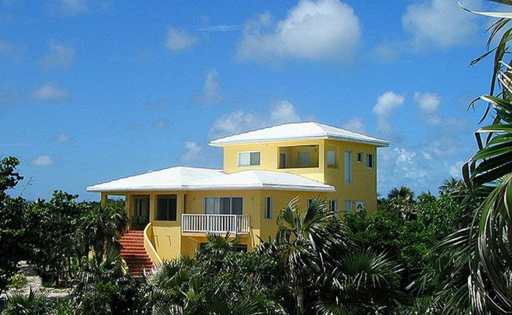 Steps to the beach spacious pink sand homeaway for Beach houses for rent in bahamas