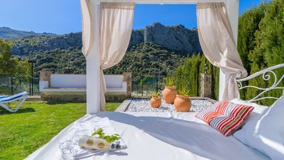 Gorgeous holiday villa for ten people - less than 15 km from Ronda