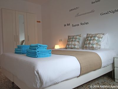 Photo for Spacious 6 pers apartment - center - airco - Wifi - parking - beach 250 meters