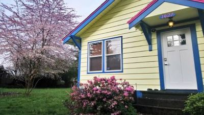 Photo for Beautiful Northeast Olympia Cottage