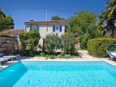 Photo for This 2-bedroom villa for up to 4 guests is located in Umag and has a private swimming pool, air-cond