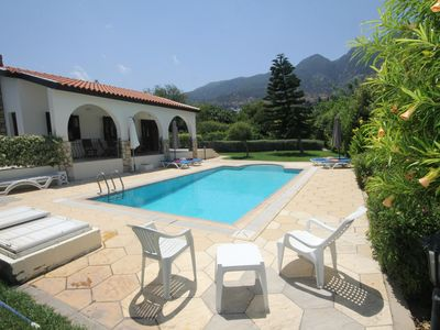 Photo for Longville Lodge with secluded garden and private pool