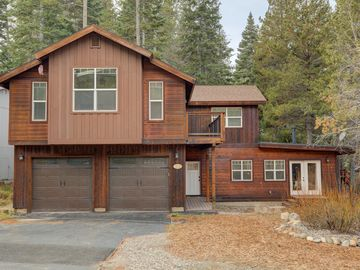 Newer Construction! Avail. Spring Break! 2 Master Suites/Hot Tub & Shuffleboard!