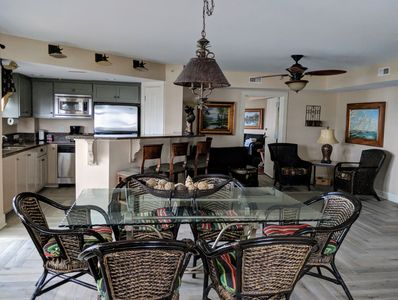 Large Sunny Living/Dining area