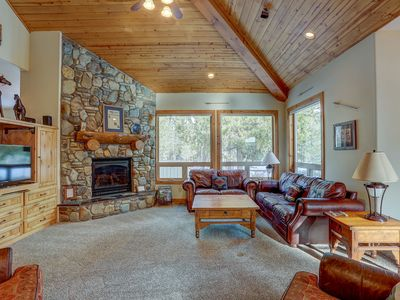 Photo for 11 Vine Maple - Luxury Lodge, A/C, SHARC Passes, Hot tub, Pool Table, Bikes