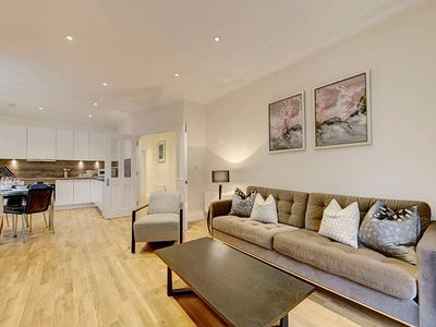 Photo for Elegantly Spacious 3-Bed in Hammersmith