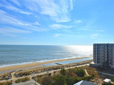 Photo for FREE Activities. Best of both worlds! This unit features spectacular views of the ocean and also of the peaceful Lake Gerar.