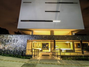 Coolest building In Medellin★Apt 1803★Roof Top Infinity Pool★Balcony★Air cond