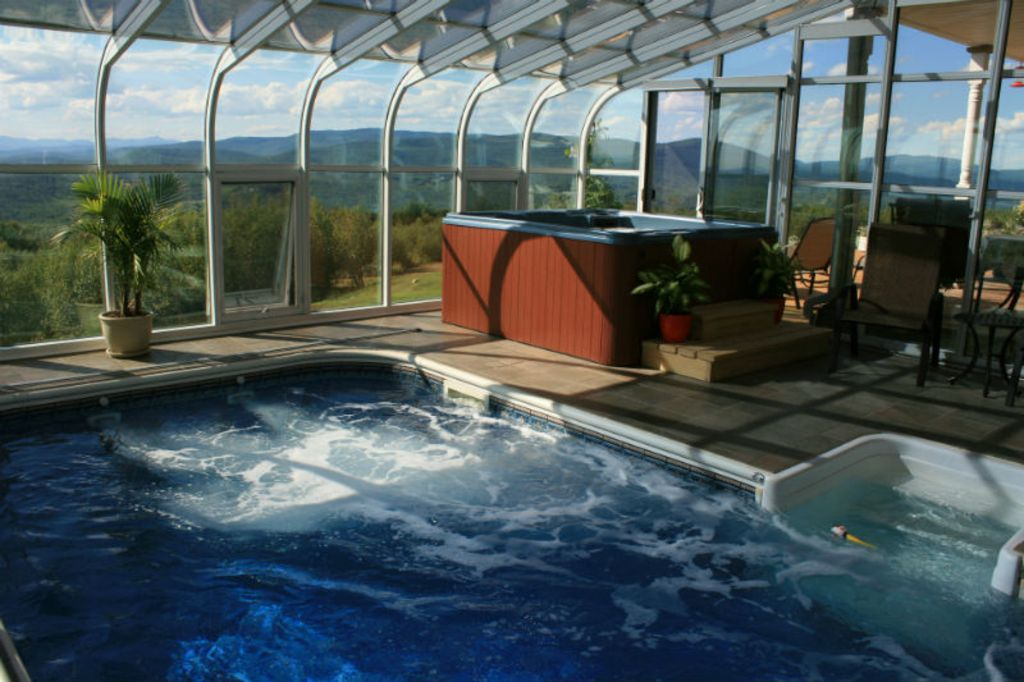 Heart stopping views indoor pool and spa 5 vrbo for Pool and spa show wa