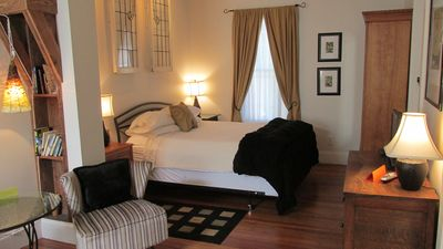 King-size bed, Wi-Fi, private entrance, romance and history.
