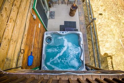 Peek a boo - hot tub from upper deck with grill