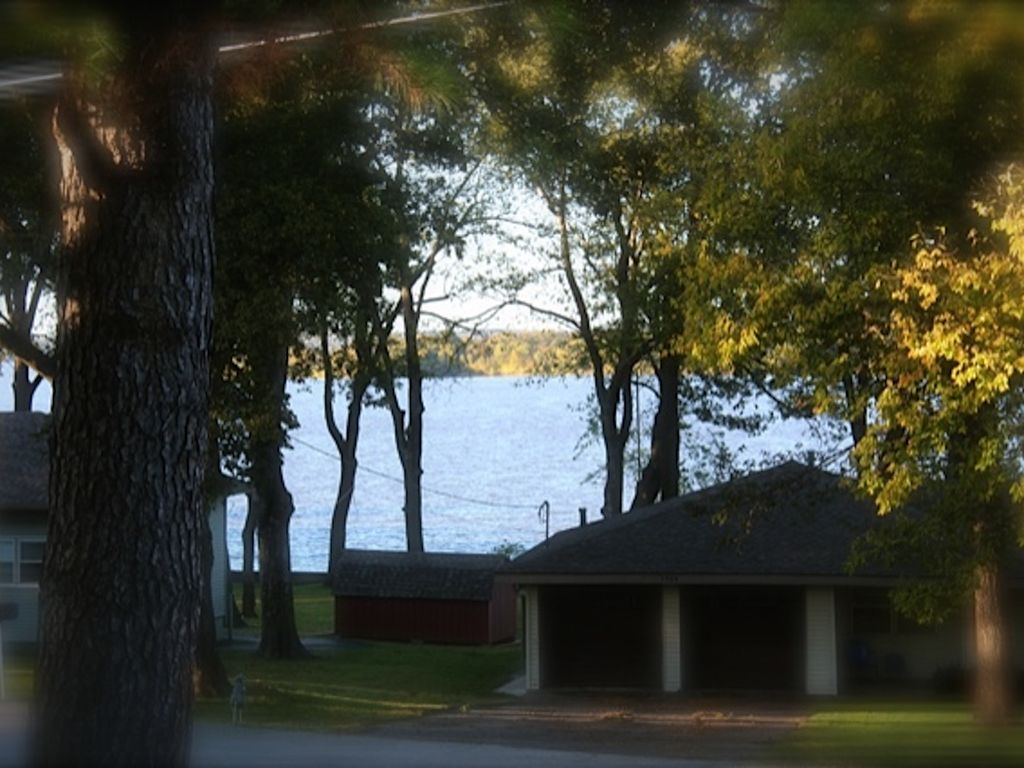 Remodeled House With Lake View In Wolf Creek 1/2 Mi To City's Public Boat Ramp.