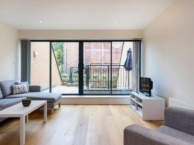 Photo for House w/3 bed 3.5 bath 2min to Clapham Common tube