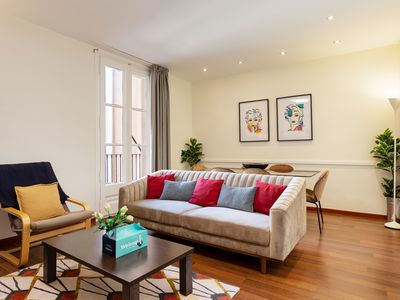 Photo for Gorgeous 3 bed w/balcony heart of Eixample