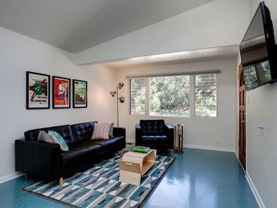 Photo for Cute, modern, clean and sunny.  Close to hiking trails.  Sleeps 6