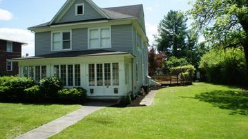 4 Bedroom House just a short walk to Greenbrier Resort