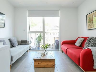 Photo for Modern + Bright 2BR Apartment in Hoxton
