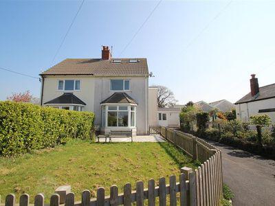 Photo for This pretty two bed holiday home is perfect for four. Interiors are well furnished with a lovely bri