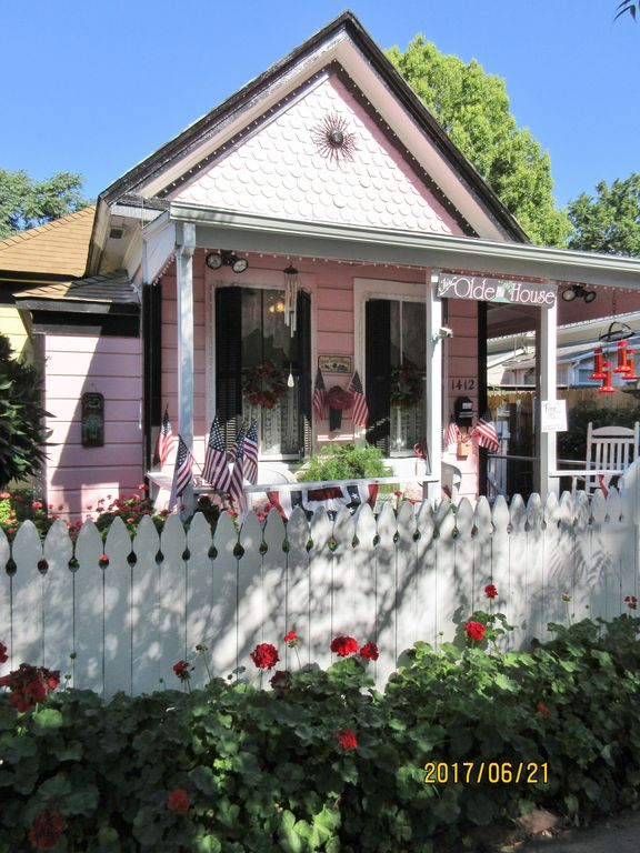 FRENCH COUNTRY VICTORIAN COTTAGE~MIDTOWN SAC~SUTTER-SHRINERS-UC DAVIS-CAPITOL