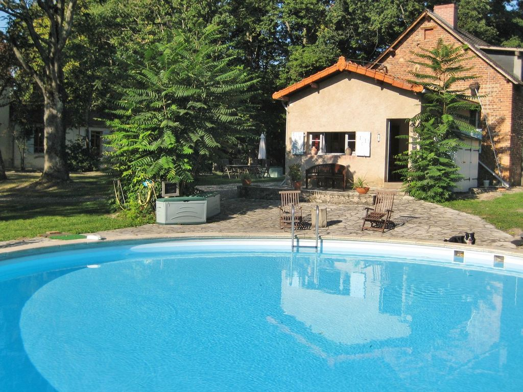 G Te In Park Like Garden With Swimming Pool Near The Vichy Hot Springs 2 Br Vacation House For