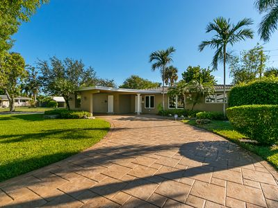 Extremely Desirable Villa with Private Pool, Minutes from Lauderdale by the Sea.