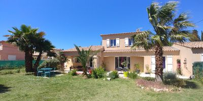 Photo for Villa for 8 persons close sea, lake, trade and leisures in proximity