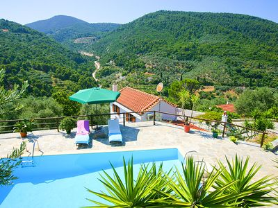Photo for One bedroom Villa, sleeps 2 in Skópelos with Pool, Air Con and WiFi