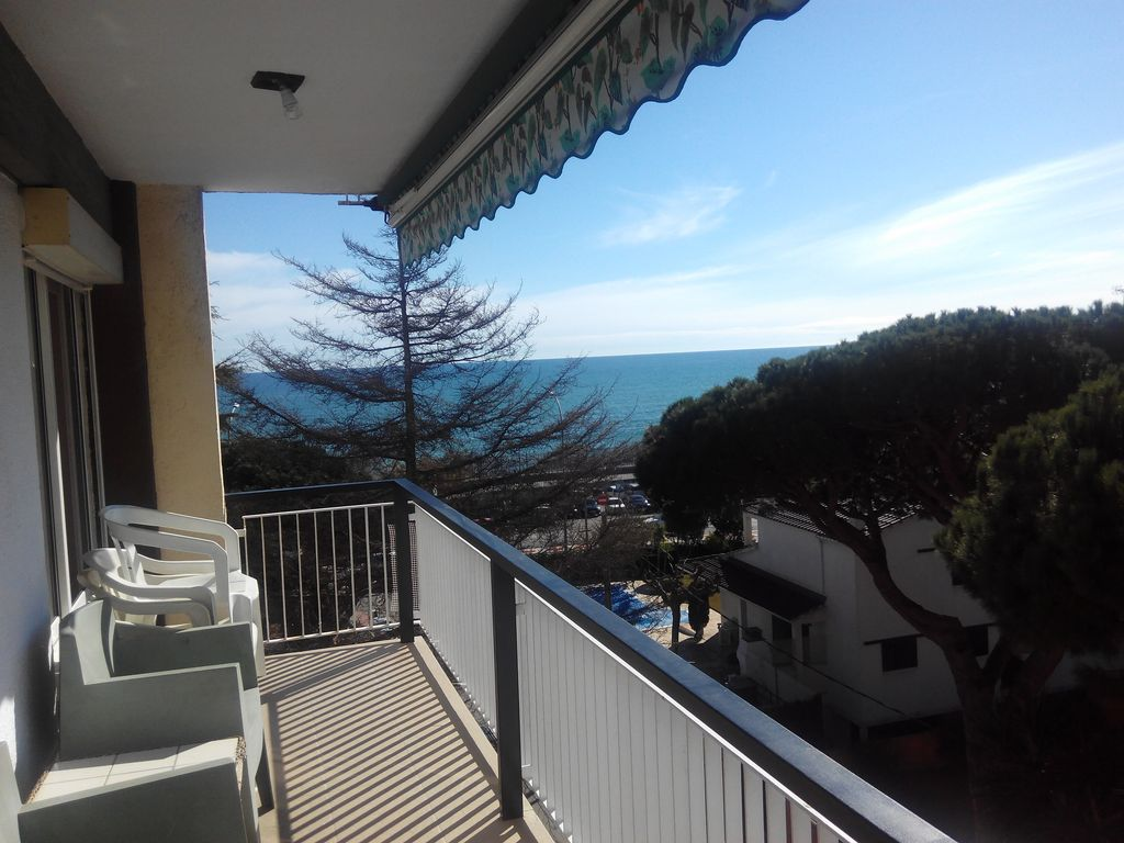 Apartment overlooking the sea, with pool, 100m beach ...