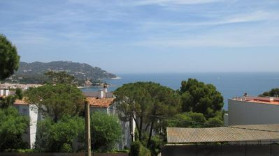 Photo for 2 bedroom Apartment, sleeps 3 with Walk to Beach & Shops