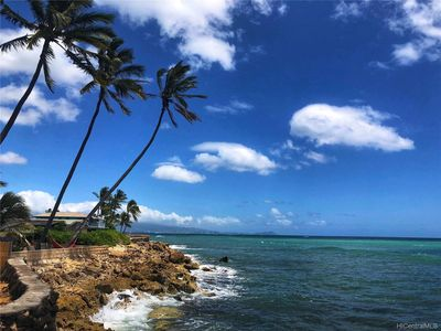 Photo for Beachfront cottage getaway, sunniest place on Oahu!