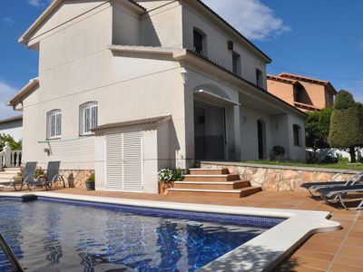Photo for House in Roda de Berà, with private pool and tennis court!