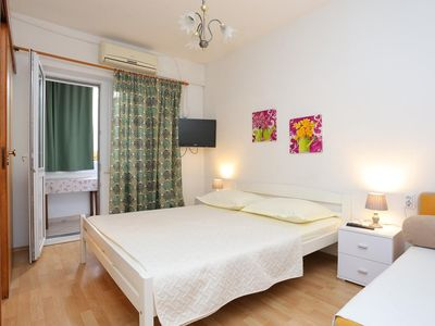 Photo for Studio flat with air-conditioning Makarska (AS-2630-b)
