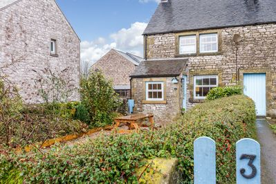 Lovely Traditional Stone Cottage. Log burner, secure garden, wi fi, dogs welcome