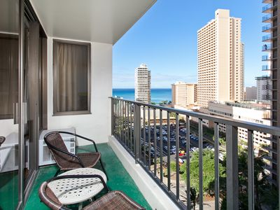 Photo for Waikiki Banyon Suite - Ocean View, Full Kitchen, Sleeps 4