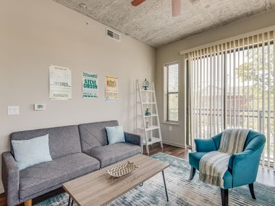 Photo for Dormigo Convenient Midtown 2BR Close to Everything!