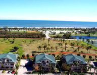 Great condo and close to beach