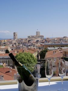 Photo for Renovated penthouse 7th floor; views over sea/ Old town; terrasse sleeps up to 5