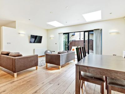 Photo for Stylish, Bright 3Bed, 2Bath Duplex in North London