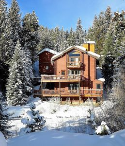 Photo for New Listing! 4 bed / 4 bath, Sleeps 10, Majestic Views, 0.6 miles to Ski Lifts
