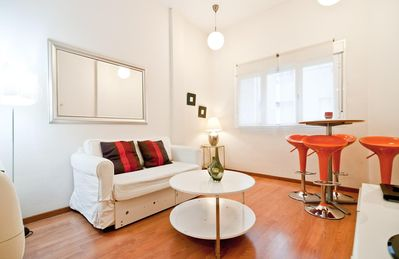 Photo for Gran Via VI apartment in Gran Via with WiFi, integrated air conditioning & lift.