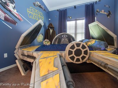 Photo for 4 king beds; BEST ROOMS!Harry Potter Theater, Star Wars, Moana. Disney 5-10 min!
