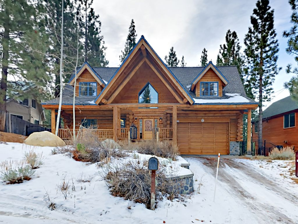 Exterior   Welcome To South Lake Tahoe! Your Log Cabin Rental Is  Professionally Managed By