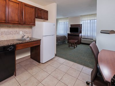 Photo for Free Breakfast Buffet! Pool & Hot Tub. Close to Six Flags!