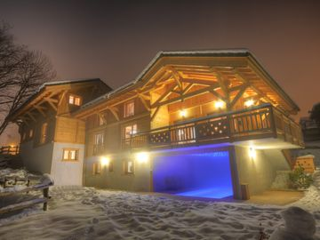 Luxury chalet in Les Carroz d'Arâches, heated pool, sauna, billiards,8 bathrooms