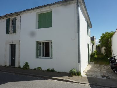 Photo for Small charming house in an alley in the village of Sainte Marie de Re