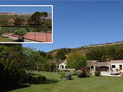 Photo for Aix-en-Pce, at the foot of Ste Victoire. Pool and Tennis. 12 people ..