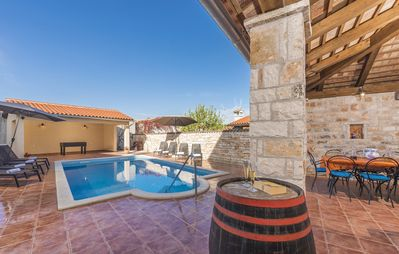 Photo for Spacious house for 10 people, pool, quiet surroundings