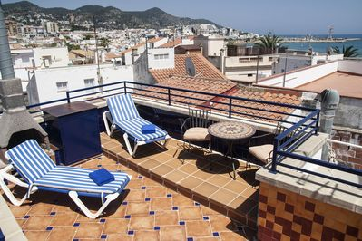 Private sundeck rooftop terrace 40.9m2 with 360º spectacular views.