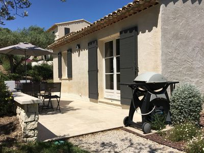 Photo for Modern holiday cottage with swimming pool and close to beautiful Saint-Remy-de-Provence.