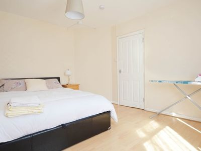 Photo for 4 Bed House Heathway station